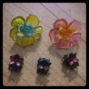 Accessories - Lot of vintage 90's plastic flower hair clips